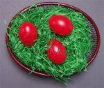 Műanyag tojás, színes, 6cm - Választható színek: citromsárga, almazöld, piros, világoskék, lila, sötétzöld